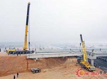 徐工300吨与200吨起重机洛阳高速工地施工