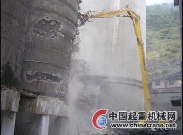 力士德自主研发加长臂挖掘机:贵州六盘水水钢水泥厂拆除现场显神威