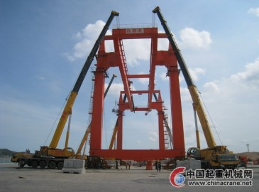 徐工大吨位起重机助力福建泉州港口高效建设
