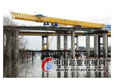 新曼港桥工地720吨起重机倒塌 吊臂塌落