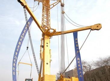亞洲最大噸位全地面起重機助力亞洲最大噸位汽車起重機騰飛——徐工重型1200噸全地面起重機實驗成功
