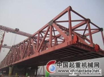 郑焦城际铁路黄河桥钢桁梁顶推施工进展顺利