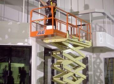 美國JLG推出新型RS剪叉自行式高空作業平臺