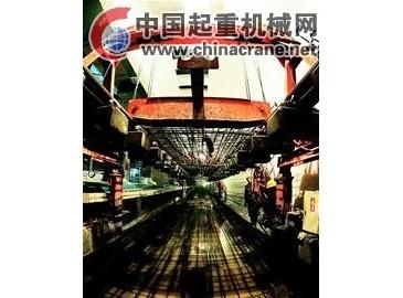 龍門吊吊裝繁忙 江城地鐵大鋪軌