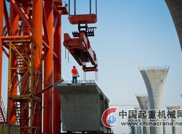杭州嘉紹跨海大橋預制箱梁起吊架設繁忙