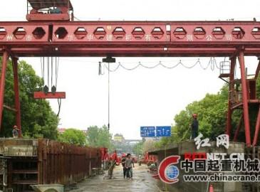 架桥机着手拼装 吉首小溪桥大桥工程梁片安装工作进行中