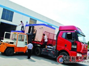 苏州劲安公司一批起重设备打包运往泰国
