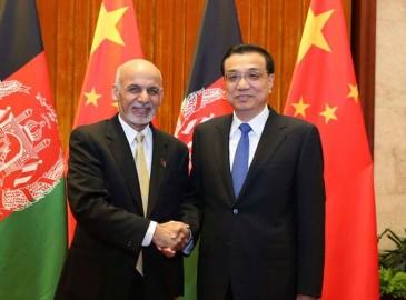 李克强会见阿富汗总统:愿积极参与阿铁公路等基础设施建设