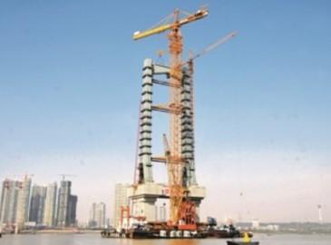 全球最大水平臂上回转自升式塔式起重机D5200-240