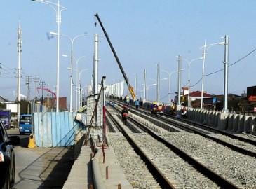 宁波轨道交通2号线一期镇海高架段开始铺轨