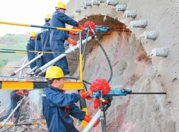 亚洲最长山岭铁路隧道正式开工 最大埋深1155米建设工期55个月