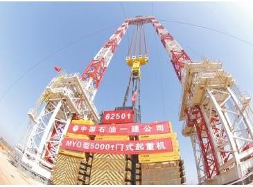 中石油一建新技能 起重机120米高度只身吊起6250吨重物