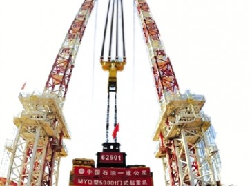 河南特检院完成超大起重机检测 创下120米高度单门吊装能力最大世界纪录