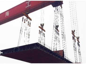 中海工业两台900吨门式起重机联吊作业试验成功