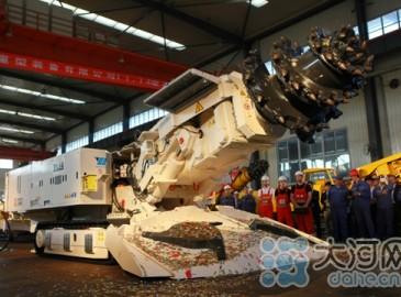 智能硬巖掘進機在義馬中車下線 力打造高端裝備制造產業