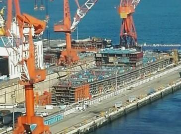 外媒:英国造航母要靠中国神器 国产龙门吊,厉害!