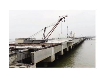 新民洲港码头二期紧张施工