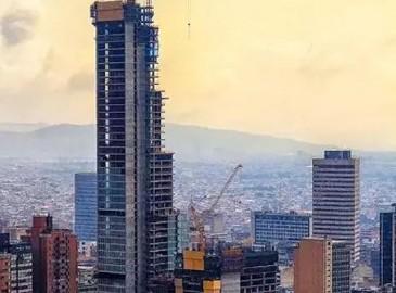 徐工动臂内排式塔机助力哥伦比亚最高摩天大厦建设