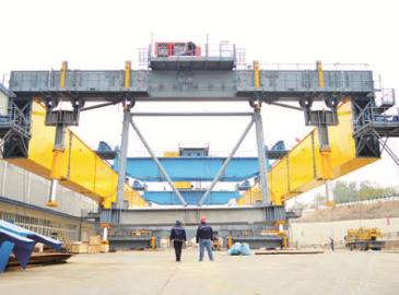 世界最大架橋設備在秦皇島天業通聯重工下線