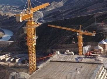 徐工五台塔机齐发力 助力伊朗水电桥梁工程建造