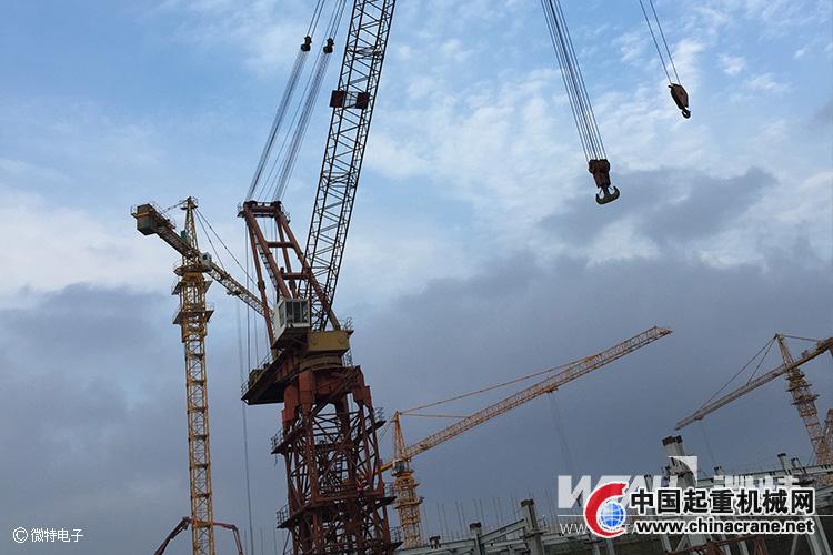 到中电投协鑫滨海项目动臂塔吊上为塔吊安装监控系统
