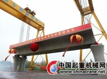 扬州铁路建设迎历史时刻 全线第一榀箱梁在扬率先架起