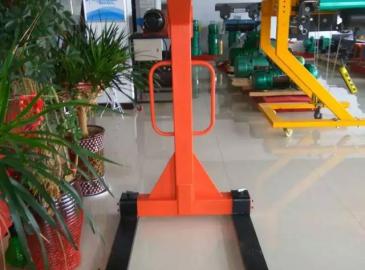 力富特创新产品--自平衡叉车器入住起重汇展厅