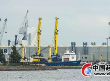 利勃海尔新的集装箱装卸巨头-LHM800型移动式码头高架吊