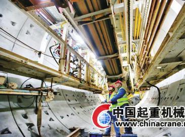 濟南軌道交通R1線地下段成功下穿京滬鐵路