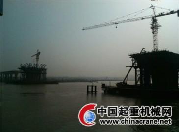 方圓集多臺TC5018型塔機齊力服務淮南淮河大橋建設工程