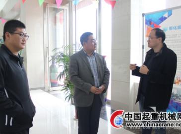 中铁十二局领导就铺架设备信息化来微特考察