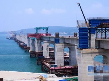福平铁路平潭段公铁两用大桥正进行公路墩建设 已完成投资约1.18亿