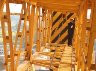 绵阳市特检所前往江油进行大型塔式起重机检验