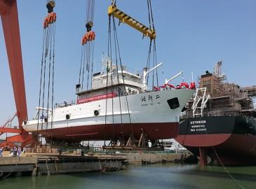 """中国科学院""""创新二""""号科考船在蓬莱下水"""