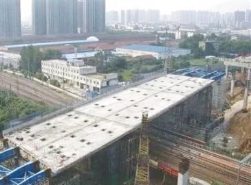 历时27天郑州农业路高架顺利跨越京广铁路