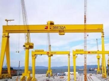 繼英國航母之后 中國龍門吊又將幫助該大國造大船!