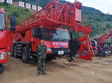 徐工XCA60E全地面起重机参与武警交通部队应急演练 成耀眼明星