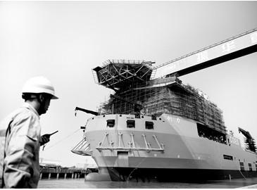 """4500噸大型搶險打撈起重船""""創力""""號舉行船舶下水儀式"""