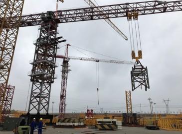 中联重科6台120吨行走式大塔机助建科威特航空港