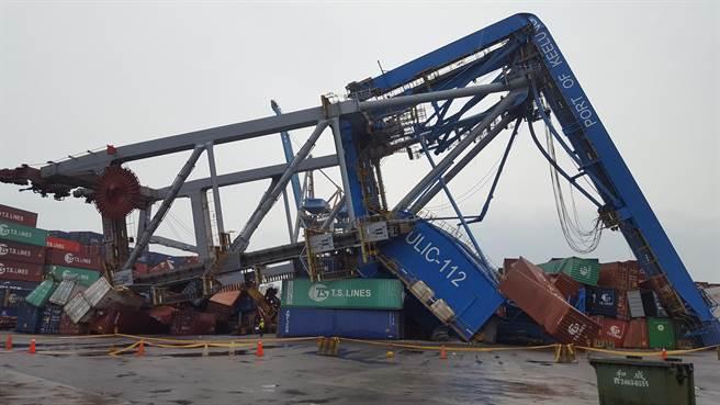 达飞一艘集装箱船撞塌基隆港起重机3