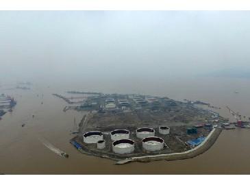 宁波舟山港外钓30万吨级油品公用码头紧张施工中