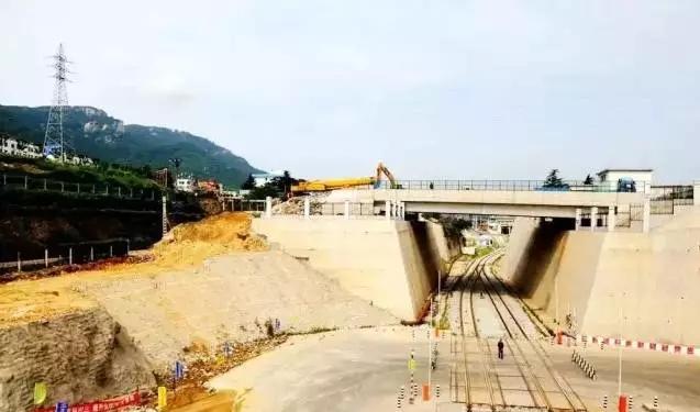 这条线起自青岛北站,止于连盐铁路连云港赣榆北站,连接了青岛,日照和