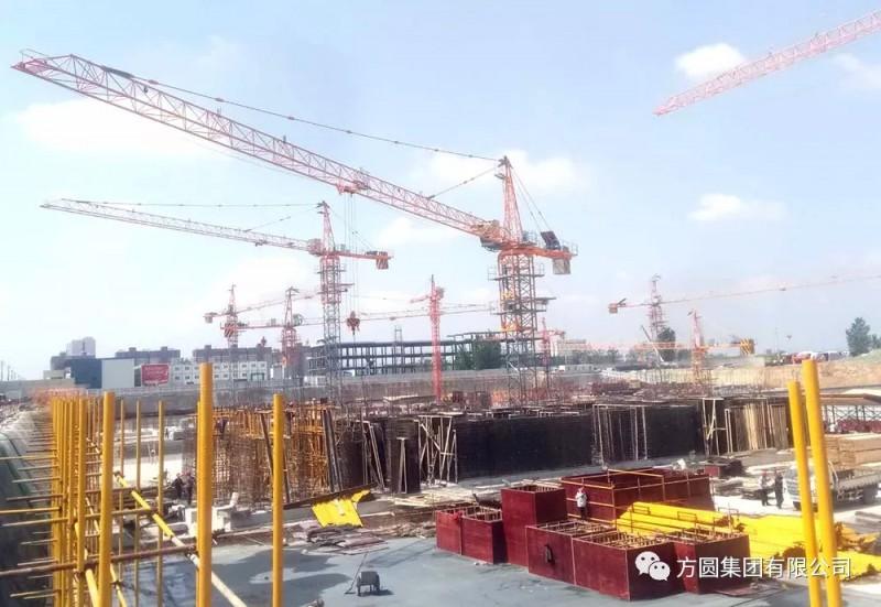 方圆起重不同臂长TC5510塔机群在南乐安居工程展风采