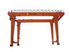 宜昌轨道式集装箱门式起重机研发制造13545855778