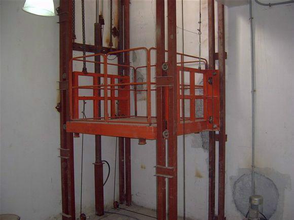 沈阳沈北新区液压升降货梯厂家生产安装18842540198
