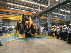 柳工首批量产CLG856H装载机 在印度工厂装配线成功下线!
