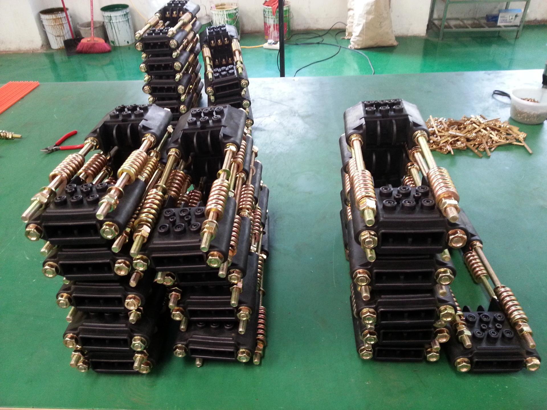 哈尔滨批发销售起重机安全滑触线拉紧器:13613675483