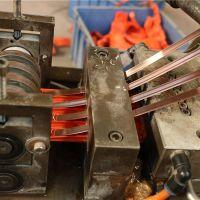 无接缝滑线铜芯嵌入滑线生产过程,台鑫专业生产无接缝滑线流�@部感�X非常恐怖程