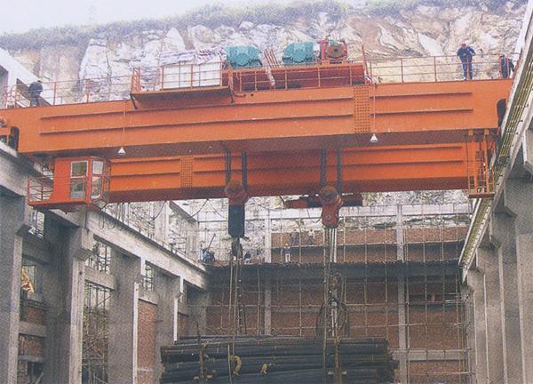 秦皇岛300-75T吊钩桥式起重机