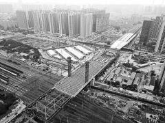 """郑州农业路大桥钢梁明日顶推到位 """"最难啃的骨头""""还剩最后14米"""